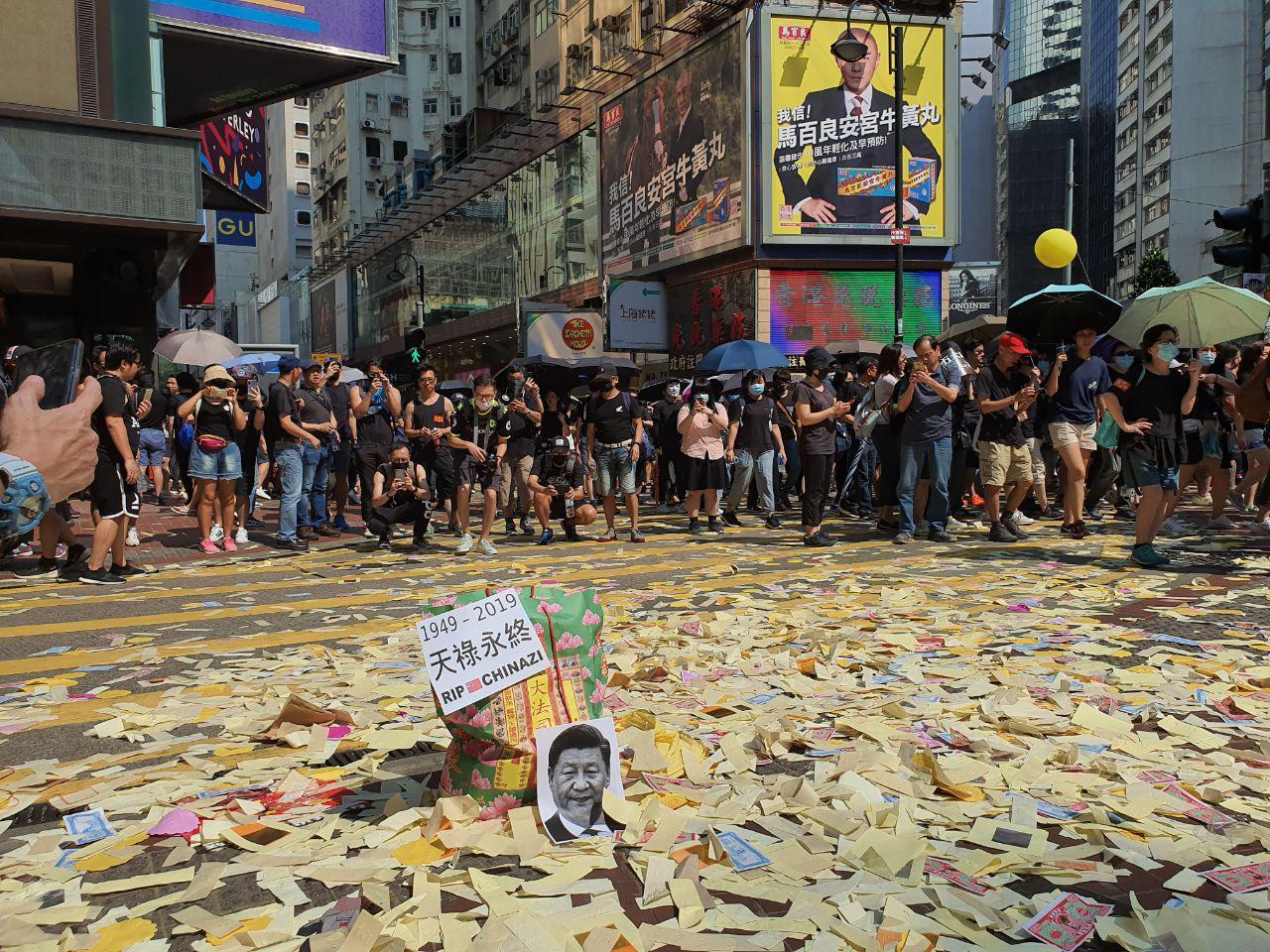 10.1國殤日,香港六區同時發起反中共極權、暴政的大遊行,圖為銅鑼灣地區的10.1大遊行。(孫明國大紀元)