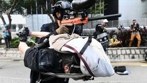 港警將抗爭者當肉盾震驚國際 黃之鋒:這是戰爭