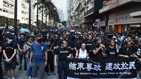 香港泛民主派人士李卓人、何俊仁、梁國雄和陳皓桓4人,以個人名義承接民陣10.1大遊行。(ANTHONY WALLACE/AFP/Getty Images)