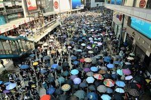 中共十一 香港山頭現「結束一黨專政」橫幅