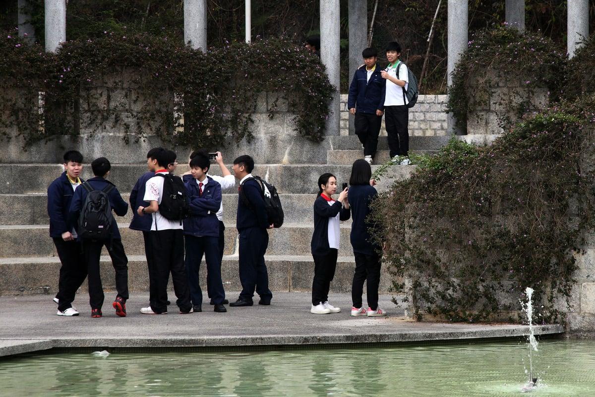 一項關於中學文憑試調查發現,有近九成香港學生傾向留在香港讀書及就業。(大紀元資料圖片)