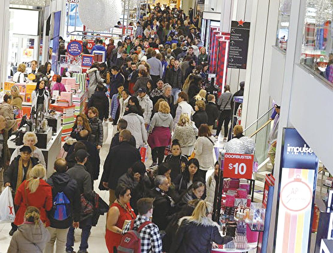 在美國購物可以買到在中國無法買到的、或價格太高的商品。圖為位於紐約市的梅西百貨。(Photo by KENA BETANCUR / AFP)