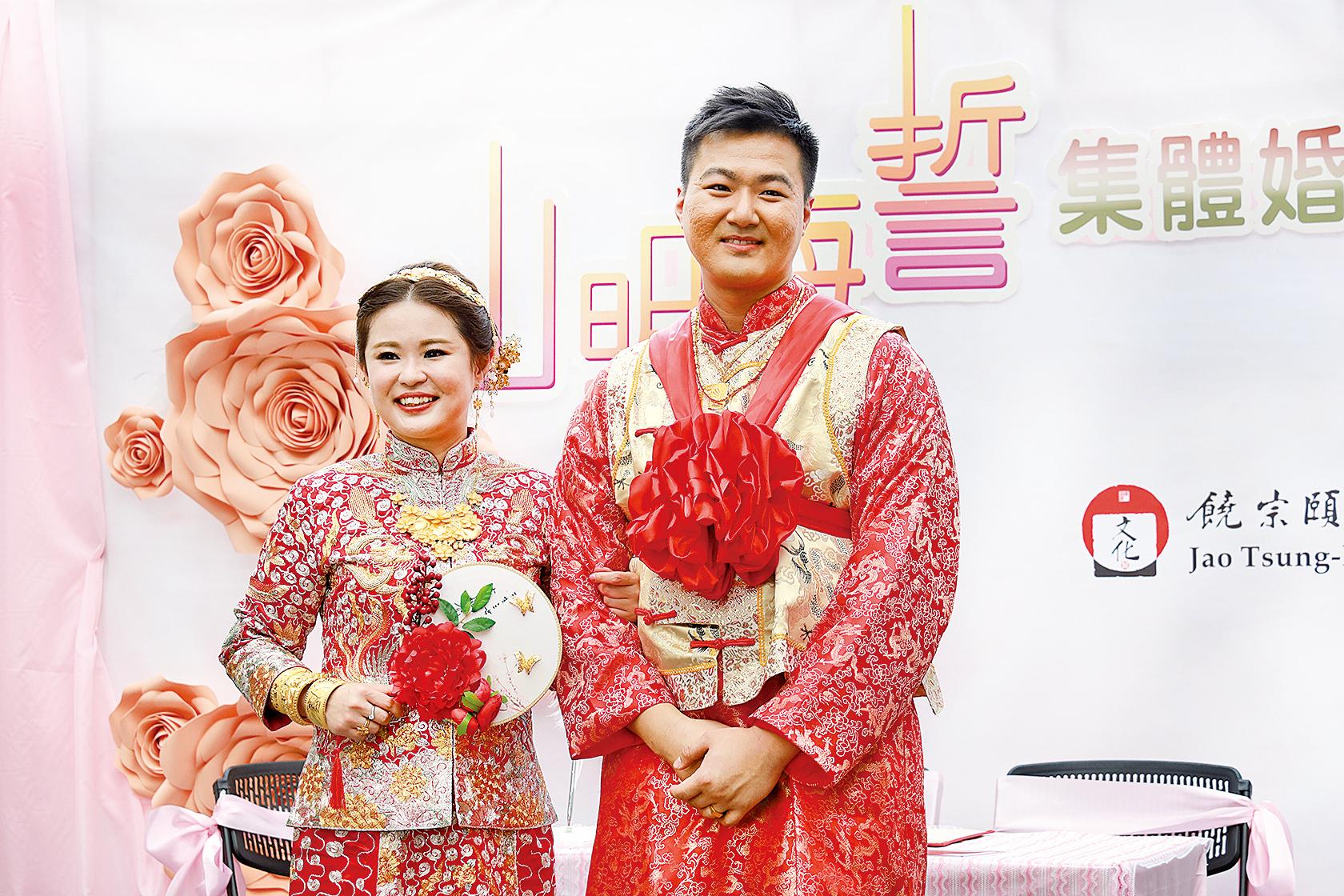 潘氏夫婦特意選擇在富有中國傳統文化的饒館舉行婚禮,又認為採用中式儀式舉行婚禮,能凸顯中國人的文化。
