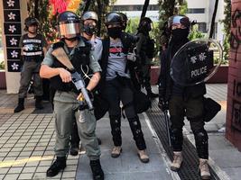 國殤日警方屯門面對831質疑 口啞啞