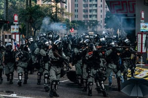 外媒:港警暴力成亂源 越施暴抗爭百姓越多