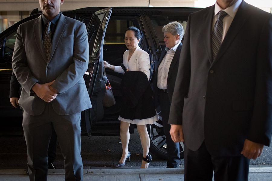 華為首席財務官孟晚舟(Meng Wanzhou),已被保釋,並在去年應美國當局的要求被拘留後,仍被部份軟禁。圖為,孟晚舟於2019年9月30日星期一去溫哥華接受最高法院聆訊。(加通社)
