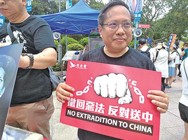 何俊仁參加6月9日「反送中」大遊行。(大紀元資料圖片)