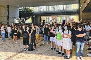 六中學緊急罷課 聲援被槍擊和被捕學生