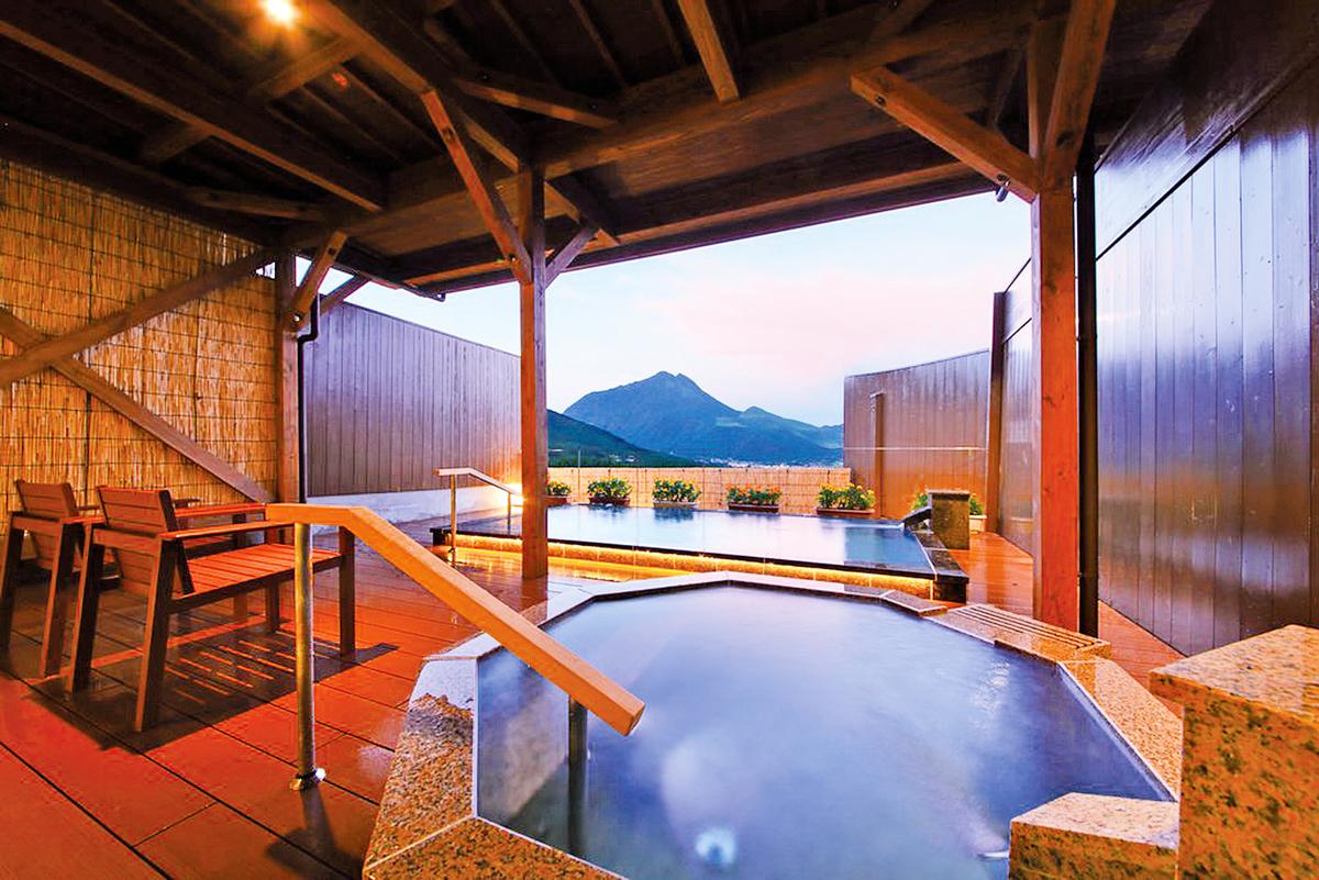 日本眾多溫泉地各具特色,圖為鬼怒川温泉。