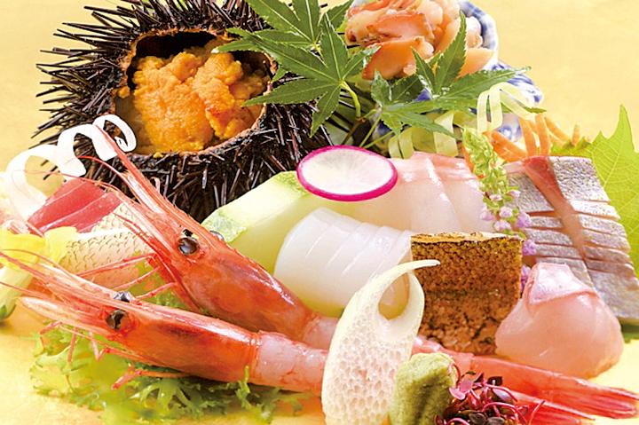 日本旅遊最吸引人的原因之一,莫過於新鮮的海鮮大餐。圖為加賀屋海鮮料理。
