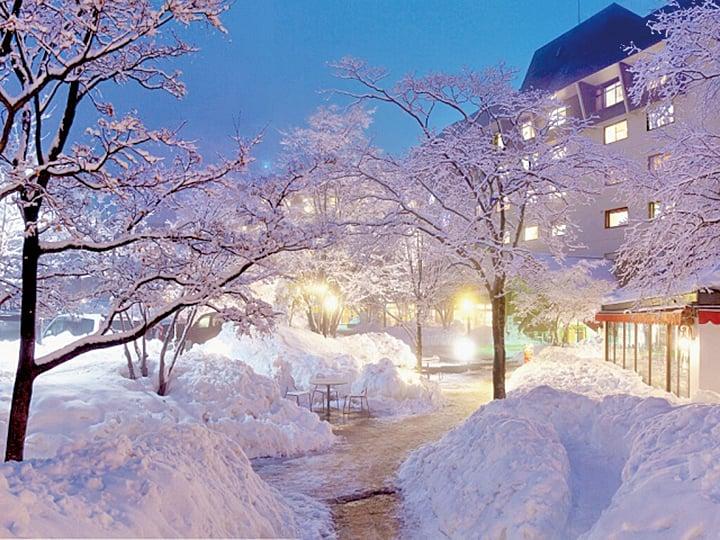 下雪的季節,最適合浸溫泉。