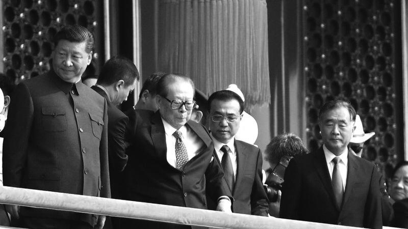 中共竊政70週年北京舉行大閱兵,一眾元老被擺上天安門城樓,包括多次傳出死訊的江澤民。(Andrea Verdelli/Getty Images)