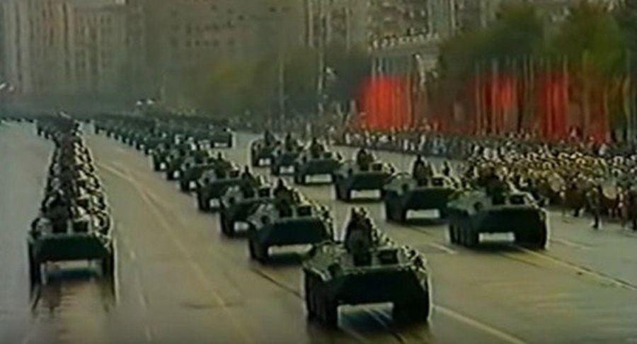 1989年10月7日,東德40周年大閱兵。(影片截圖)