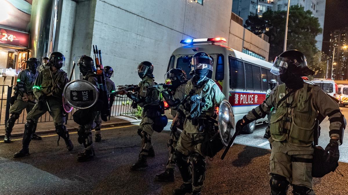 林鄭月娥4日會見傳媒宣佈《禁蒙面法》生效,民陣稱,該法為殖民惡法,更應該禁止蒙面的是濫用武力的香港警隊。(Anthony Kwan/Getty Images)