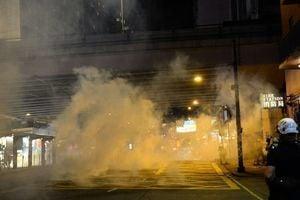 《禁蒙面法》生效 香港首次18區全上街抗議