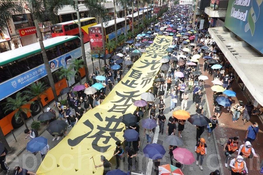 2019年10月5日,香港民眾發起「全民蒙面遊行」,抗議《禁蒙面法》。(余鋼/大紀元)