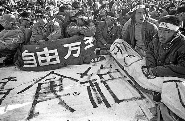 1989年六四期間, 北京天安門廣場上聚集的請願學生。(Jian Liu 提供)