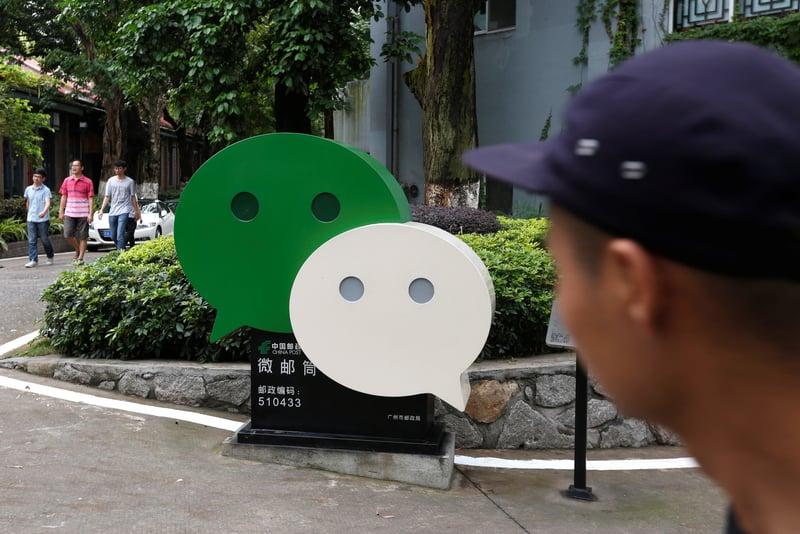 台媒日前披露,不少居住在香港的大陸人因在大陸社交媒體微信、微博上流露出同情香港抗爭者的言論,就被劃為「港獨」,甚至連家人照片,個人資訊也被曝光。(大紀元資料室)