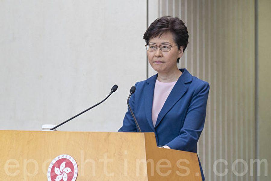 最近,香港特首林鄭月娥,在推助中共禍害香港到人權災難,至今暴行纍纍仍毫無收手之意,居然還「下社區聽民意」玩政客遊戲。(李逸/大紀元)