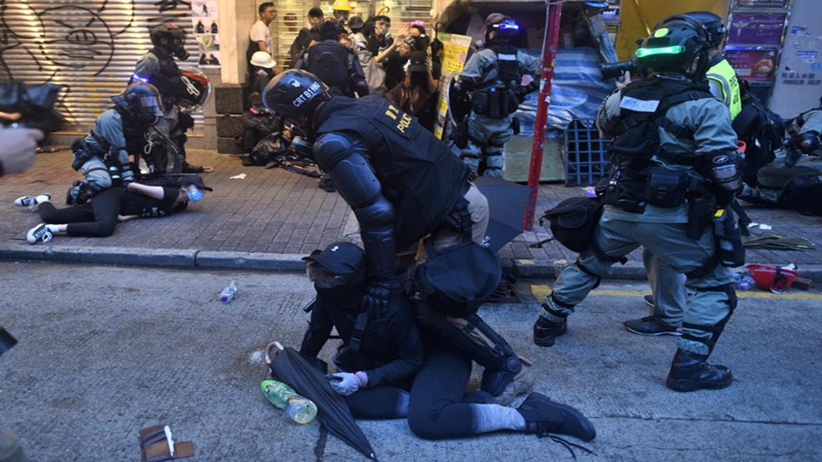10月6日,在灣仔區警方逮捕多名抗爭者。(MOHD RASFAN/AFP via Getty Images)