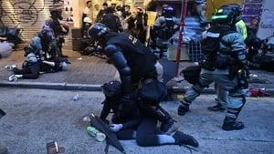 警察才有特權 港警強逼記者脫防毒面具