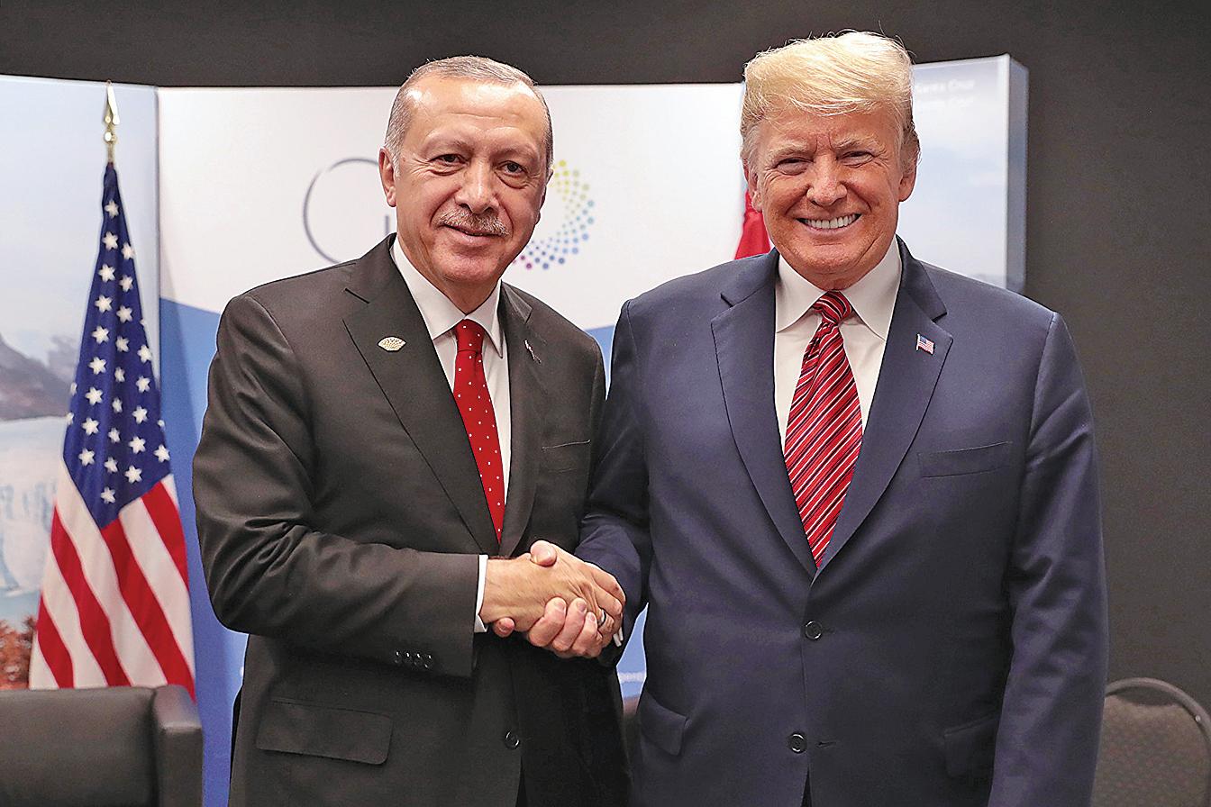 美國總統特朗普(右)與土耳其總統埃爾多安。(AFP)