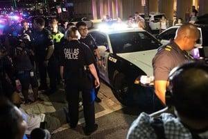 狙擊手槍擊達拉斯12警察 5死2疑犯落網