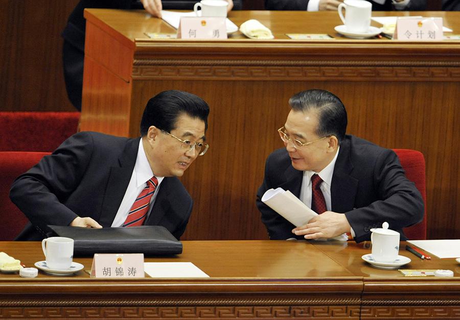近期,大陸網民連日熱烈討論胡錦濤、溫家寶當政時期施政方針。外界分析,民眾「讚」胡溫,並不是胡溫當政時期真的那麽好,而是想藉此表達對目前時局的不滿。(AFP/Getty Images)