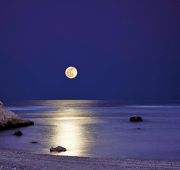 海上生明月,天涯共此時(Fotolia)