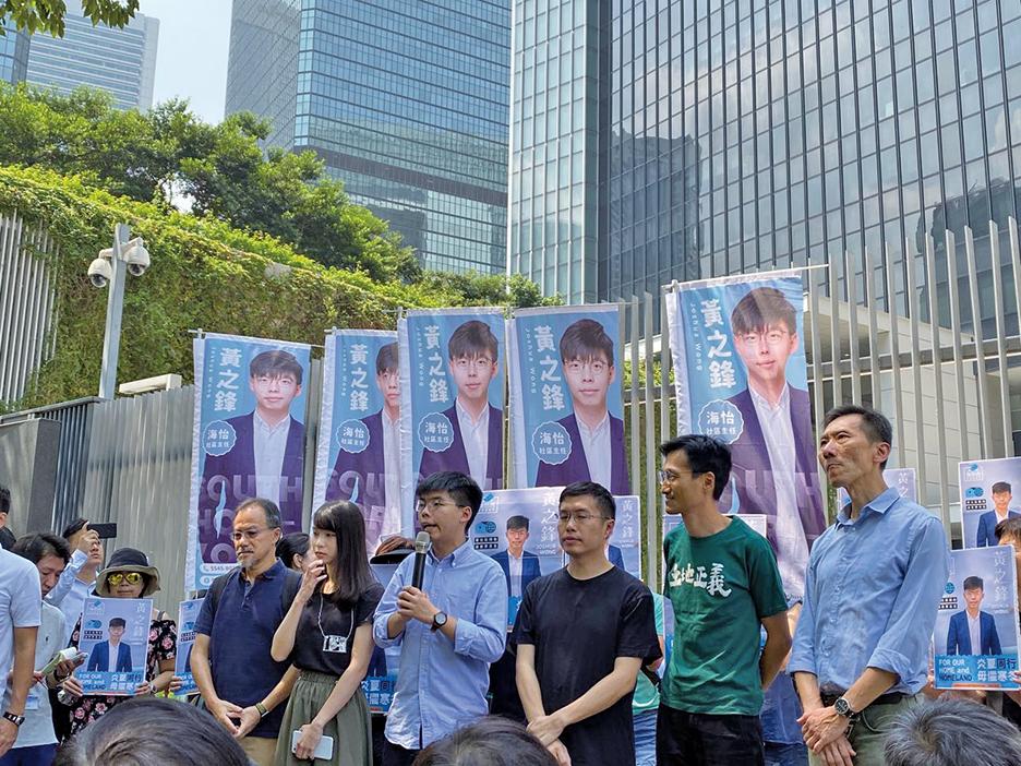 中共網軍帝吧攻擊香港眾志秘書長黃之鋒,遭網民嘲諷。圖為2019年9月28日,黃之鋒宣佈參選2019年區議會議員的記者會。(駱亞/大紀元)