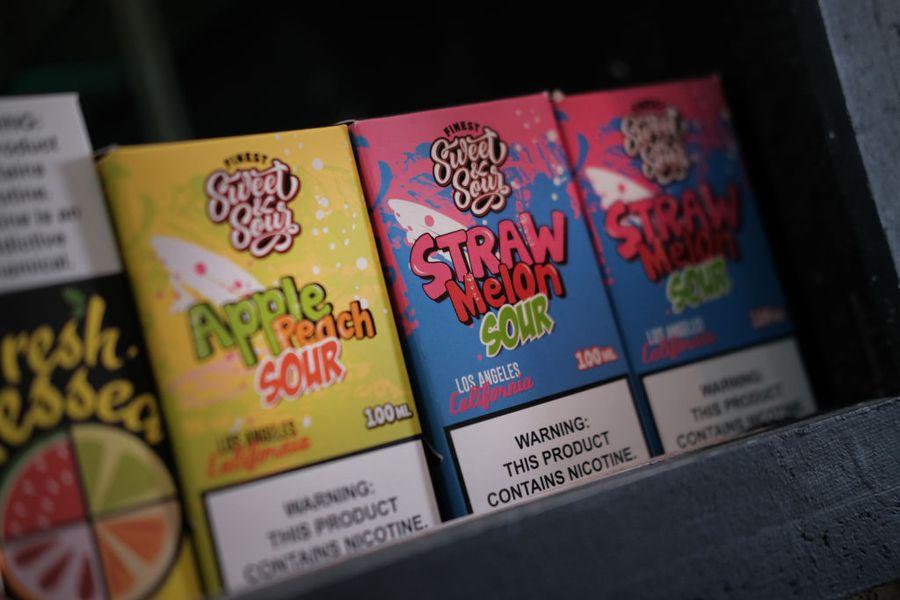 圖為美國電子煙商店內販售的水果口味替換匣。(Spencer Platt/Getty Images)