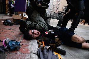 約200消防救護員聯署 與港人同行恥與警暴為伍