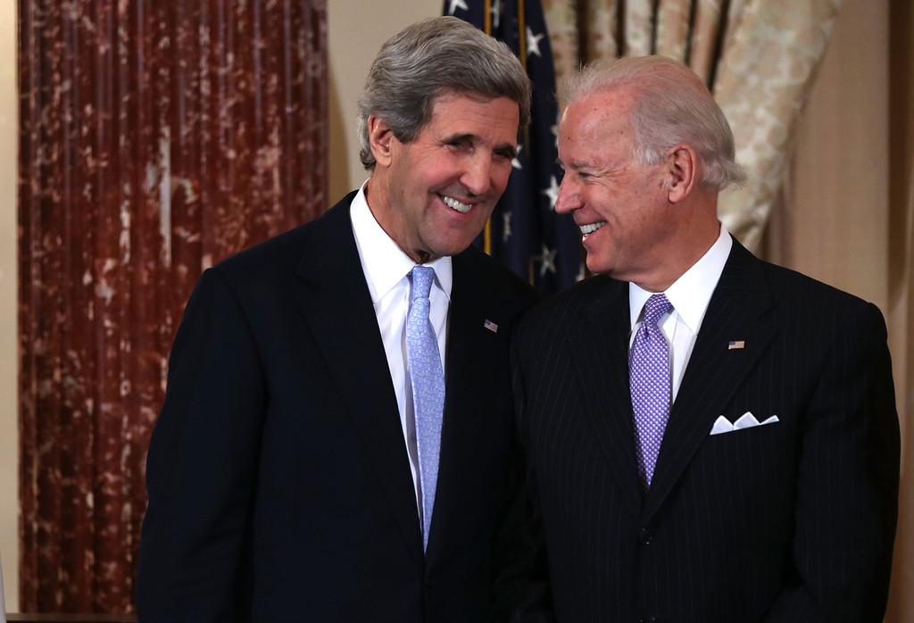 國務卿克里(左)和副總統拜登(右)是奧巴馬政府重要外交事務決策者。( Alex Wong/Getty Images North America)