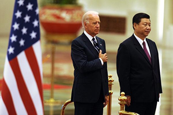 2013年奧巴馬決定全球策略轉向中共頻頻發力的亞洲。12月拜登訪問中國。(Getty Images)