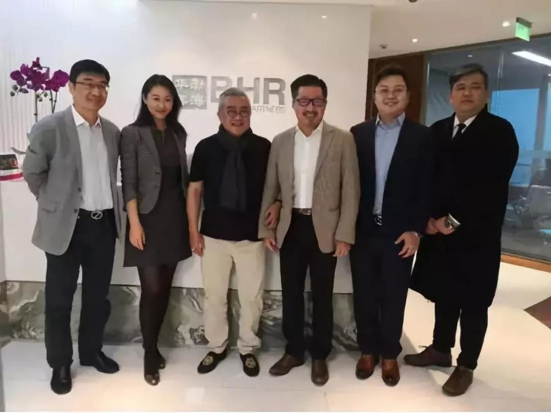 渤海华美的CEO李祥生(右三)與發起人台商林俊良(左三)合影。(圖片:搜狐)