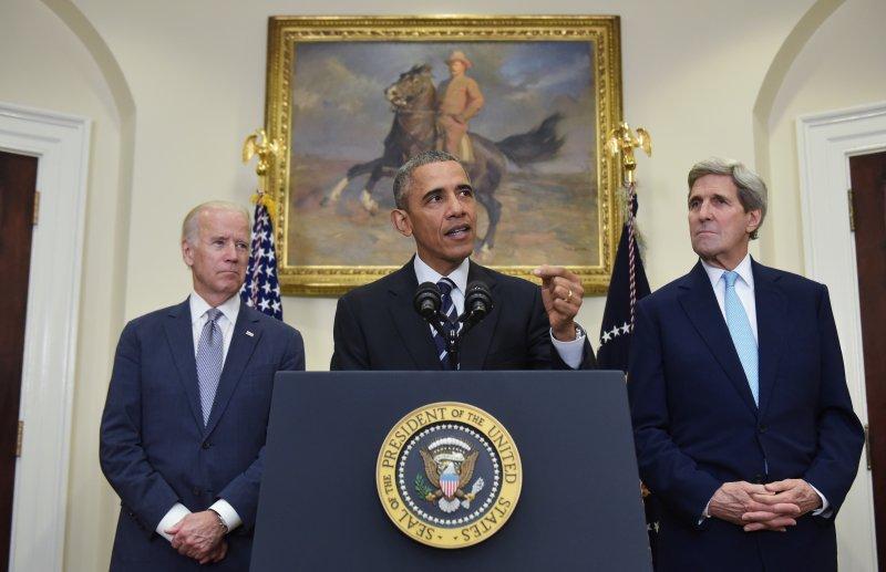 《秘密帝國》作者認為中共資助了美國最有權勢的兩個人(副總統拜登(左)和國務卿克里(右))的兒子們共同擁有的企業。(Mandel Ngan-AFP/Getty Images)