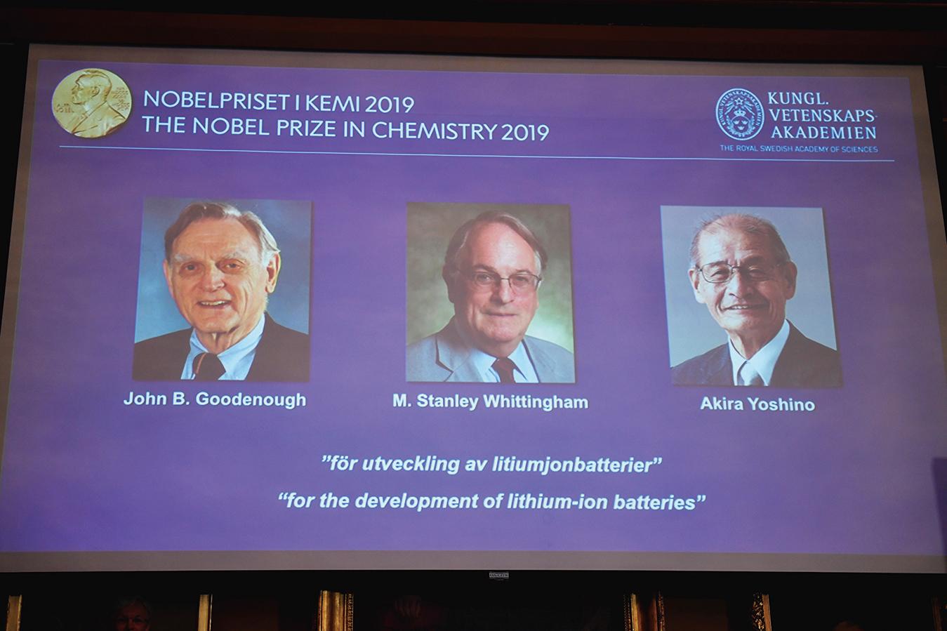 左起古德納夫(Goodenough)、惠廷漢姆(Whittingham)和吉野(Yoshino)獲2019 諾貝爾化學獎。(AFP )