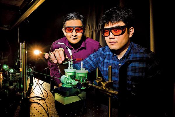 美國伊利諾大學厄巴納-香檳分校的研究人員開發出一種人工光合作用方法,可將二氧化碳轉為燃料。(University of Illinois at Urbana-Champaign)