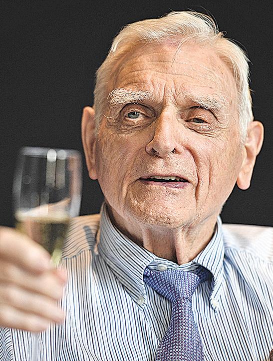 九十七歲「鋰電池之父」成為最高齡諾貝爾獎得主