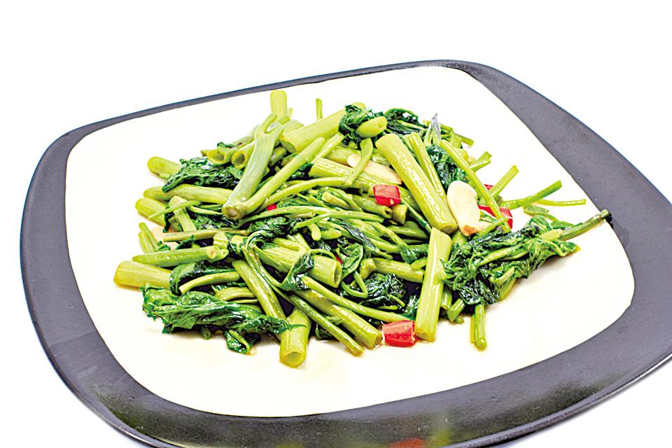 菠菜適合炒至較柔軟再食。