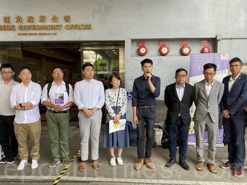 「尖碼之聲」陳嘉朗報名參選,獲十多名民主派成員站台。(駱亞/大紀元)