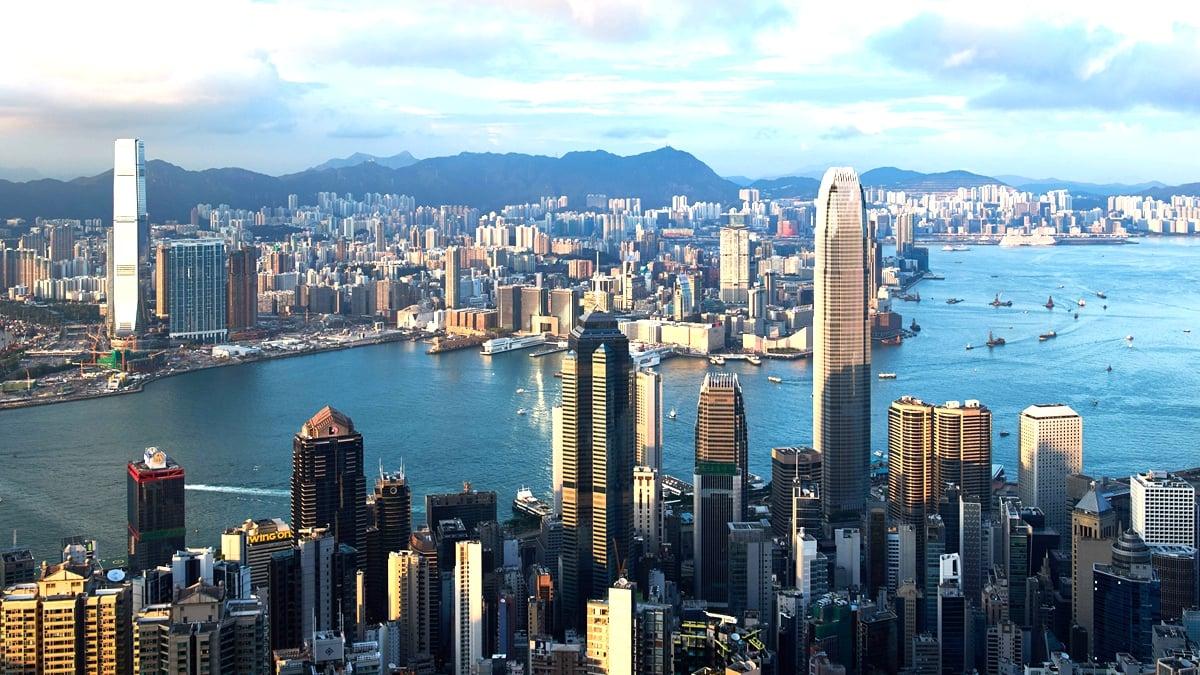 分析師預料,這種趨勢將重挫佔本地生產總值五分一的金融服務業,可能使香港自金融危機後再次陷入經濟衰退。(ANTHONY WALLACE/AFP/Getty Images)