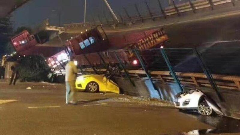 中國江蘇省無錫市312國道10月10日傍晚發生一起高架橋整體倒塌事件。(圖片來源:推特)
