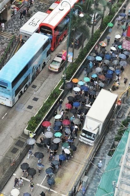 2019年10月12日,香港民眾「反緊急法遊行」,尖沙咀遊行。(宋碧龍/大紀元)