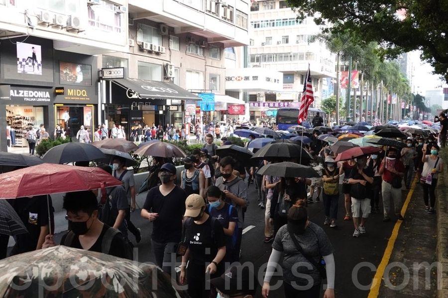 2019年10月12日,香港民眾反緊急法遊行,尖沙咀遊行。(余鋼/大紀元)