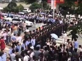 安徽官員公然隱瞞災情 數百災民上街抗議