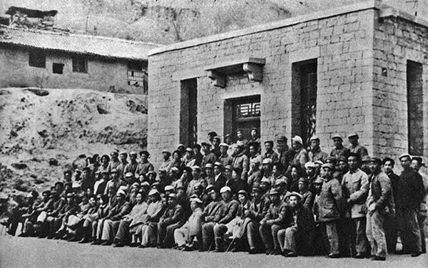 1942年毛澤東參加延安文藝座談會合影。