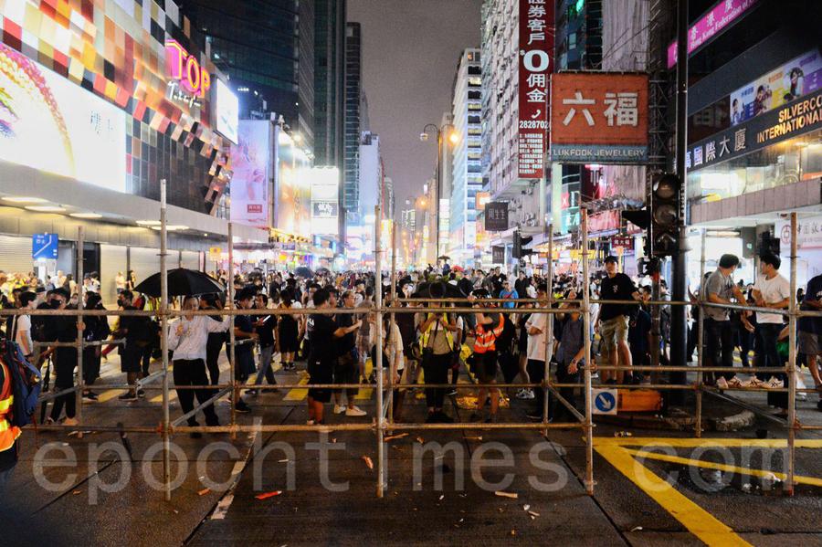 【組圖】旺角入夜後 抗爭市民與警察衝突不斷