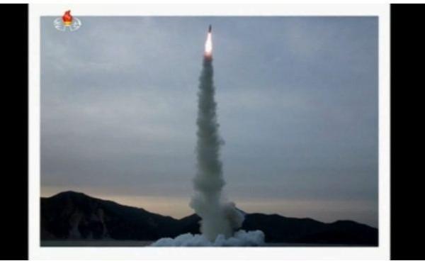北韓在7月9日早上試射一枚潛射彈道導彈,南韓軍方指導彈很可能在飛行初始階段便告失敗。(視頻截圖)