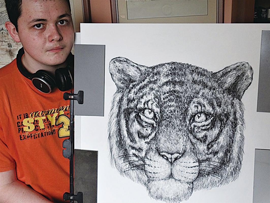 (上圖)杜辛2019的作品。老虎頭像看起來精神奕奕,眼睛烔烔有神,該作品已在香港賣出。(Dušan Krtolica Facebook)
